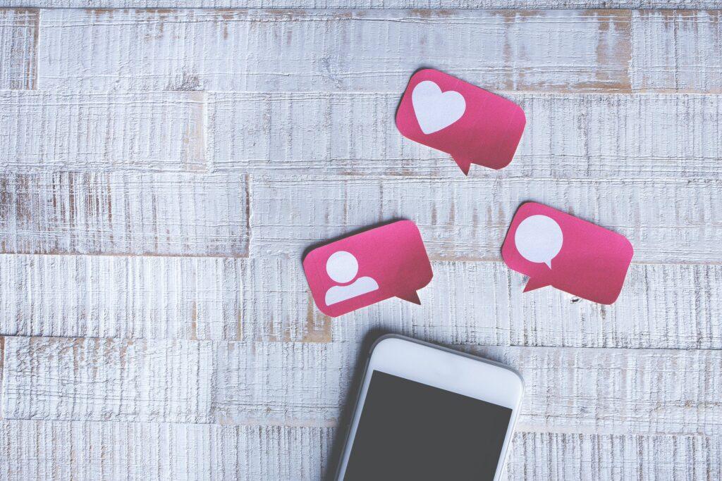 Com o vício em mídias sociais, algoritmos de IA e desinformação, o verdadeiro dilema social é nosso para resolver: por onde começamos? 8